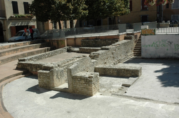 Traces d'Apta Julia, la cité romaine. Apt, centre-ville. © Serge Panarotto.